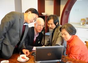 Dr. Xu Xiao-Ming, M.D., PhD. from Indiana University &Dr. Wu Wutian, M.D., PhD. from Hong Kong University / Dr. Zhui & Dad discussing surgery details